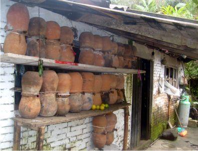 ruche traditionnelle du mexique pour abeilles trigones. Black Bedroom Furniture Sets. Home Design Ideas